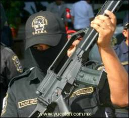 Mexican State Police with H&K assault rifle